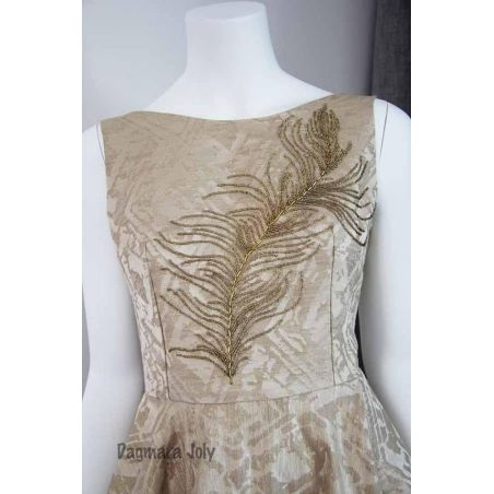 Open back hand sleeveless embroidered dress