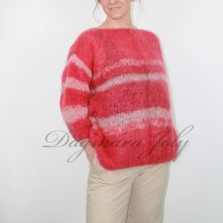 Pull mohair rose tricot main