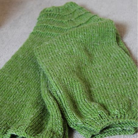 green lin hand knitted raglan sleeves sweater