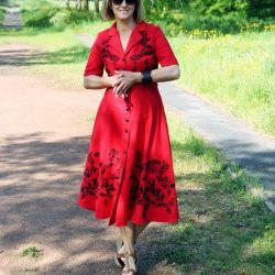 Robe chemise en lin rouge brodée à la main