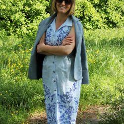 Robe chemise crayon en lin blue brodée à la main