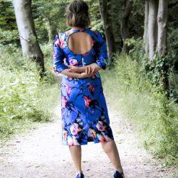 Robe bleue dos ouvert en MIKADO
