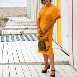 Robe femme jaune crayon, droite manches souris brodée main