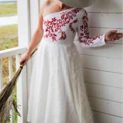 White lin mi calf hand embroidered one shoulder ladies dress