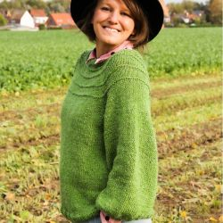 green lin hand knitted raglan sleeves sweater