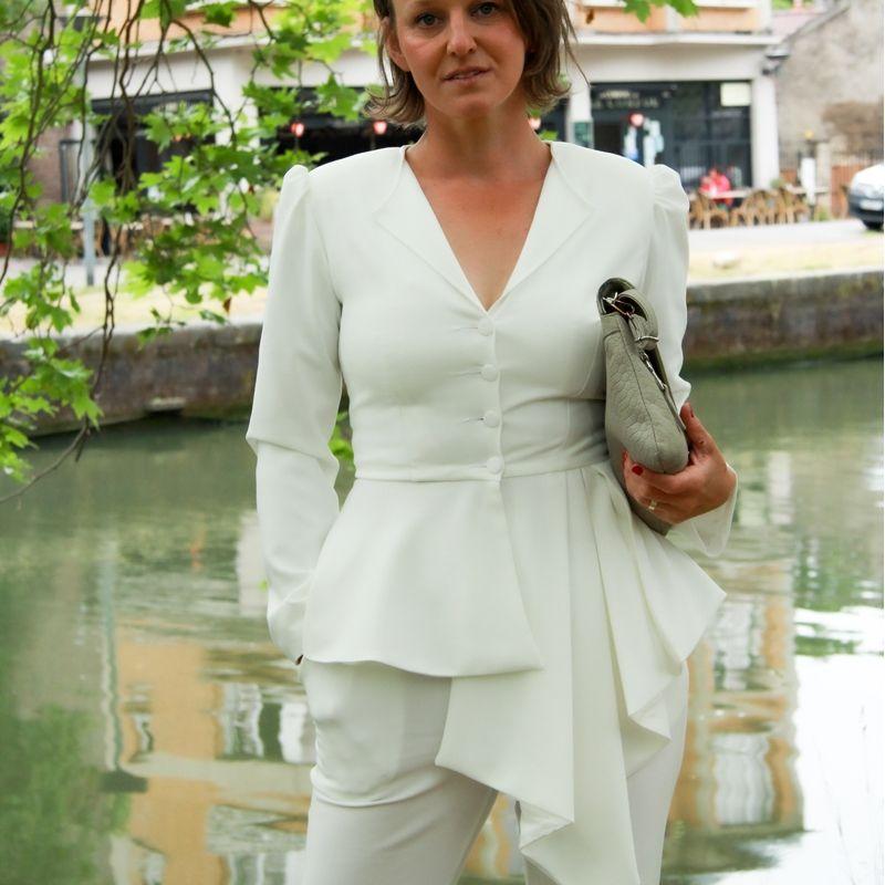 Veste ivoire asymétrique à basque
